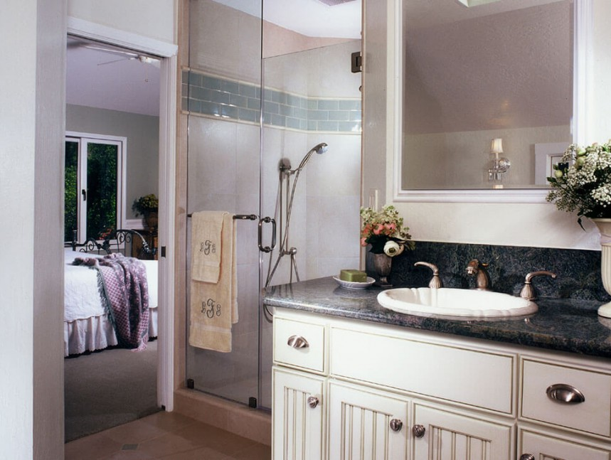 Cottage-style bathroom remodel in Alamo, CA