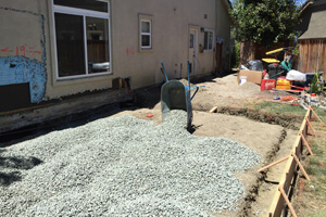 a1_laying-the-gravel_300x200.jpg