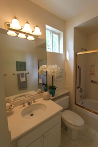 walnut-creek_hall-bath.jpg